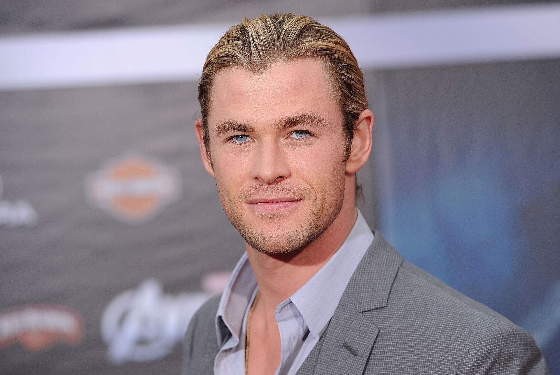 "Chris Hemsworth Joins ""Ghostbusters"" Reboot"